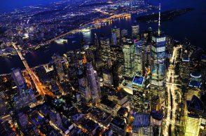 Une ville des Etats-Unis la nuit
